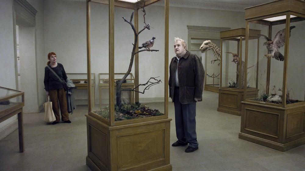 En duva satt på en gren och funderade på tillvaron (2014)