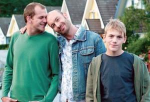 Gustaf Skarsgård och Torkel Peterson får ett barn ihop i Patrik 1,5 (2005).