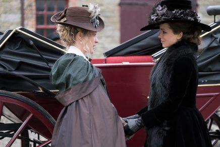 Lättsamt intrigerande i Whit Stillmans Austenfilmatisering