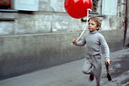 Filmhistoriens ungar i fokus för Mark Cousins Barn i film