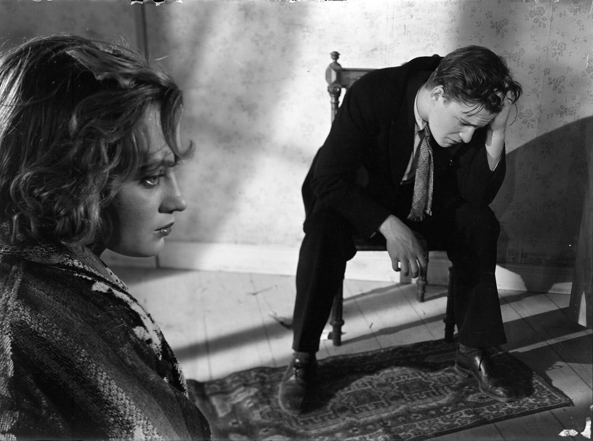 Mai Zetterling och Alf Kjellin i Hets från 1944 – som visades i Cannes först 1946.