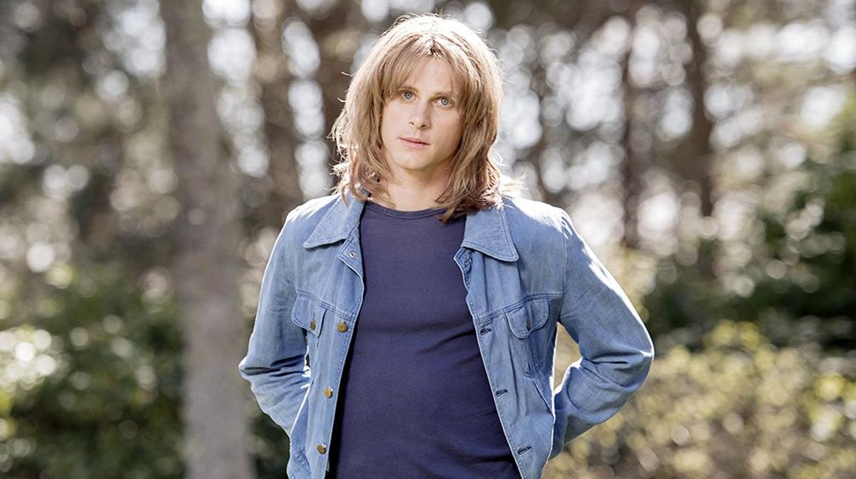 Adam Pålsson spelar huvudrollen i filmen om Ted Gärdestad. Regisserar gör Hannes Holm.