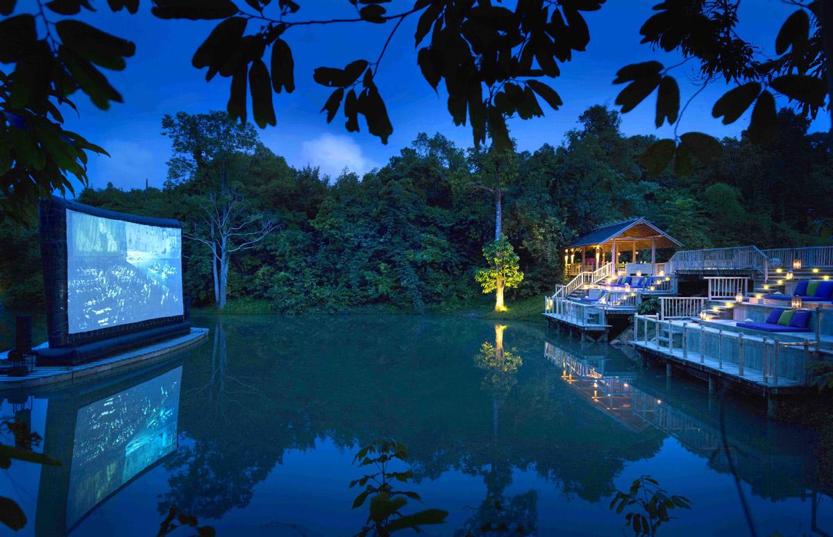 Lyxutomhusbio på Cinema Paradiso på Soneva Kiri i Thailand.
