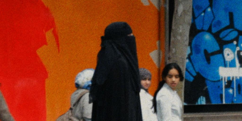 Hanna Högstedt i niqab i Paris.