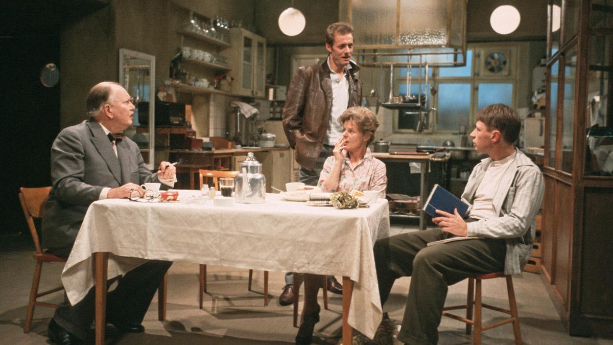 Natten är dagens mor (1984).